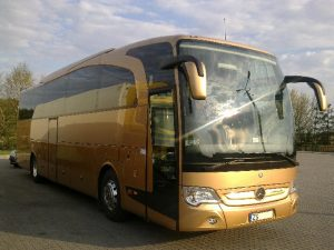Złoty autobus Mercedes. Oferta współpracy-transport krajowy i międzynarodowy.