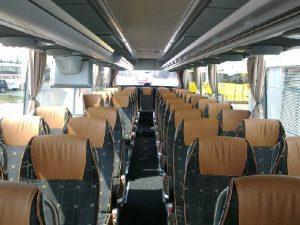 prezentujemy wnętrze autokaru przeznaczonego na wynajem, zapraszamy do współpracy: biuro podróży OdraTravel w Szczecinie