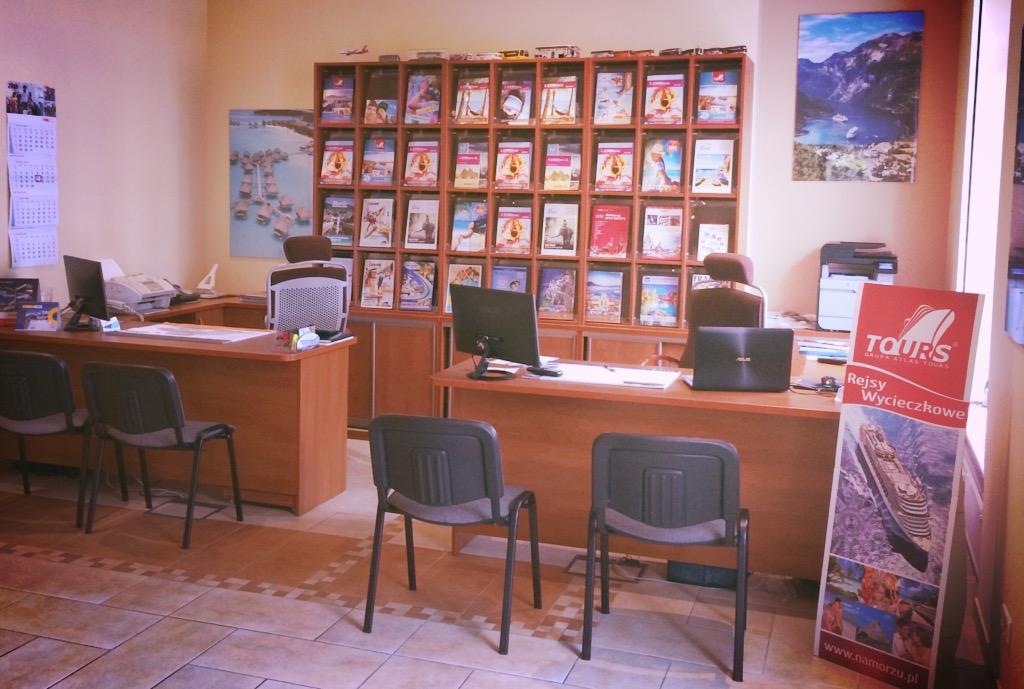 wnętrze biura podróży Odra Travel w Szczecinie zaprasza wszystkich po sprawdzoną ofertę