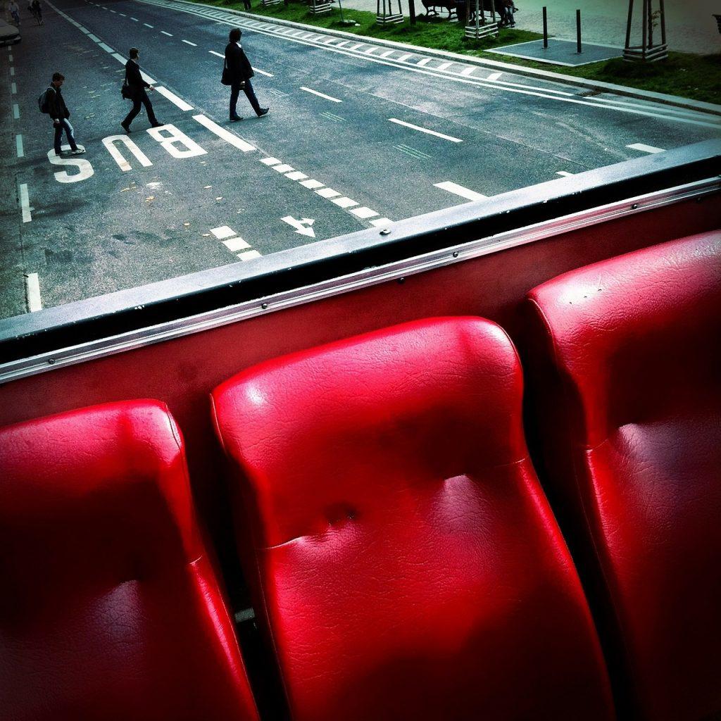 przewozy pracownicze zdjęcie siedzeń w autokarze